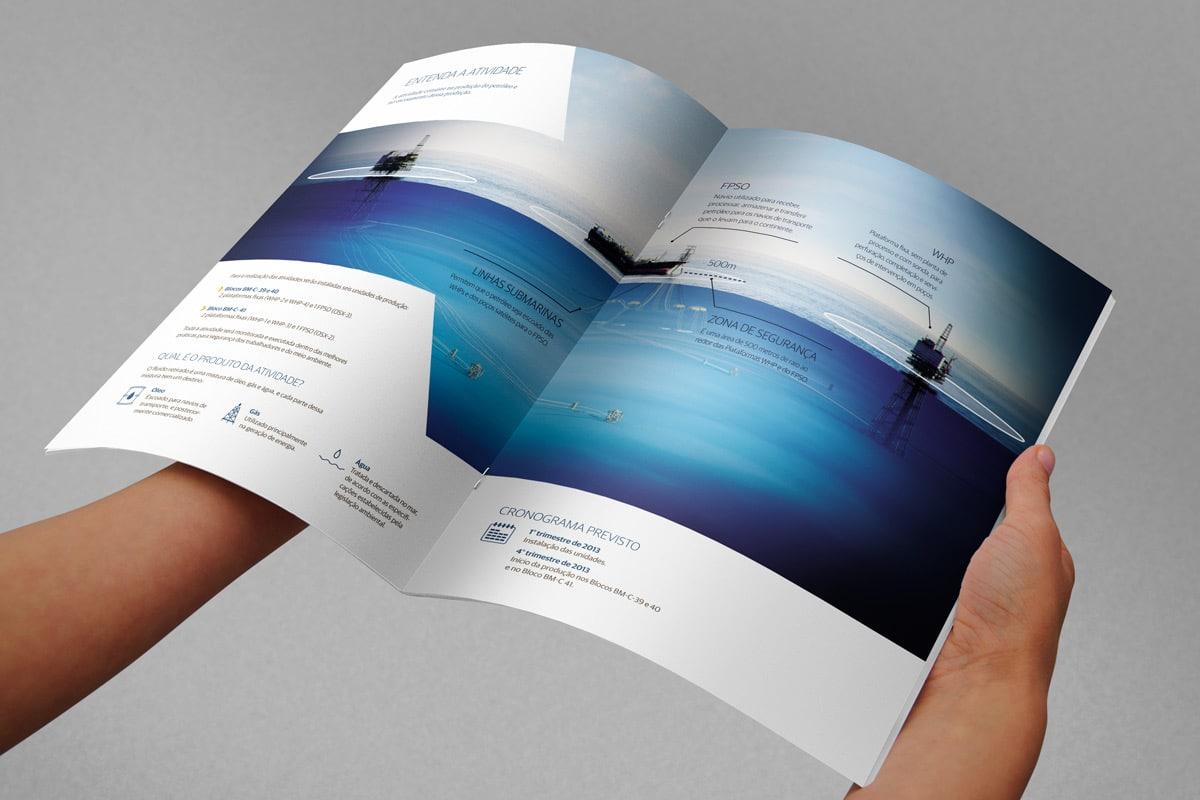 folder-ogx-spread-2-maos-segurando_1200